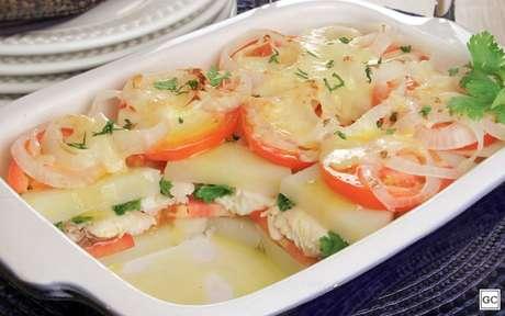 Peixe com batata ao forno pode ser uma deliciosa refeição para a Sexta-feira Santa