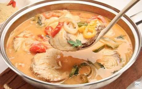 Uma receita clássica, o peixe cozido no leite de coco é delicioso!
