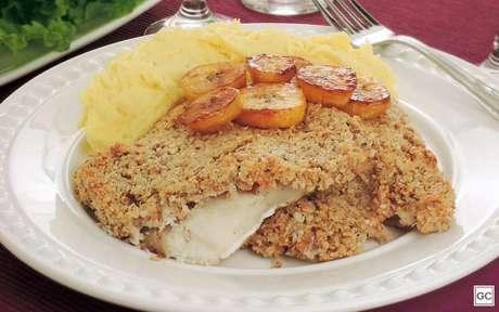 Filé de peixe com crosta crocante: esta receita é mais requintada e a crosta de castanha com coco dá um sabor todo especial ao peixe! -