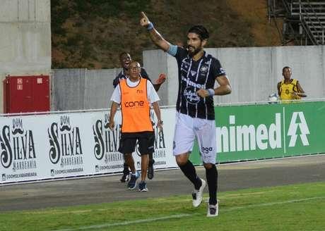Loco Abreu denunciou irregularidades na semifinal do Capixaba (Foto: Thiago Félix/Rio Branco AC)