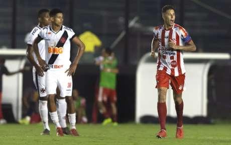 Marcos Junior, pelo Bangu, fez gol no Vasco em São Januário, no Carioca (Foto: Celso Pupo/Fotoarena)
