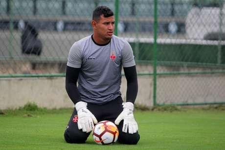Gabriel Félix está com 24 anos e recebe chance devido à lesão de Fernando Miguel (Paulo Fernandes/Vasco.com.br)
