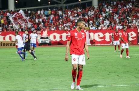 Rafael Silva em ação contra o Bragantino-PA pela Copa do Brasil (Foto: Divulgação/Vila Nova)