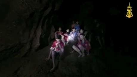 Mergulhador britânico ajudou no resgate dos meninos na caverna da Tailândia, no ano passado