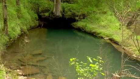 Josh Bratchley estava explorando uma caverna no Tennessee quando ficou preso