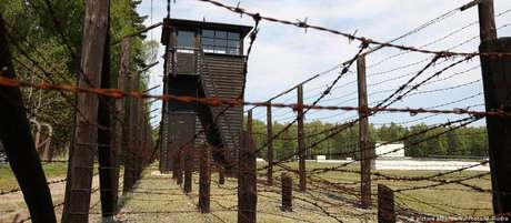 Torre de guarda no antigo campo de Stutthof. Mais de 60 mil pessoas morreram no local entre 1939 e 1945