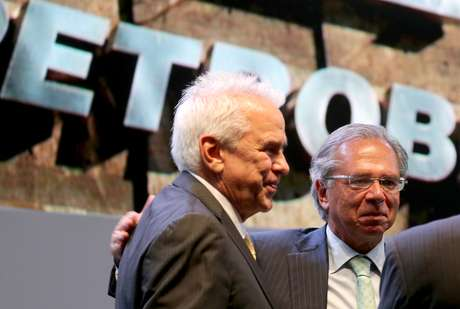 O presidente da Petrobras, Castello Branco, ao lado do ministro da Economia, Paulo Guedes