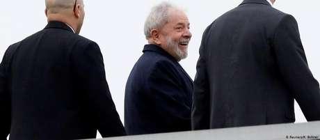 Lula em fotografia tirada em março, em uma das duas ocasiões em que deixou a prisão em Curitiba