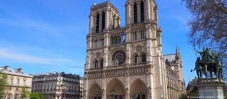 Templo efêmero de madeira ocupará parte da esplanada em frente à Catedral de Notre-Dame
