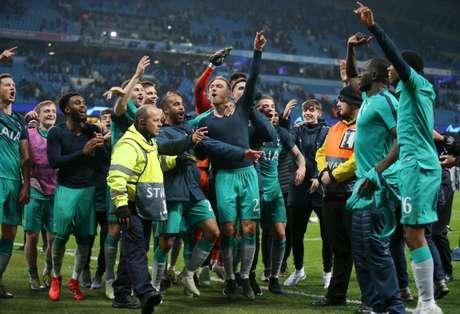 Spurs comemoram vaga na semifinal da Liga dos Campeões (Foto: Divulgação)
