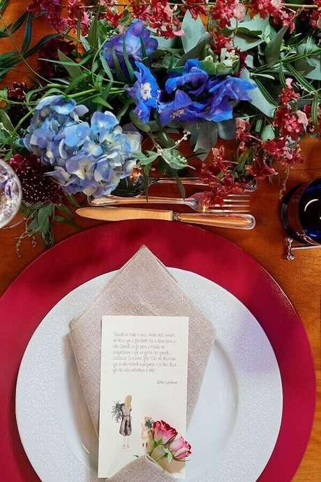 21- Na decoração dia das mães, os guardanapos tem mensagens sobre a homenageada. Fonte: Casa da Valentina