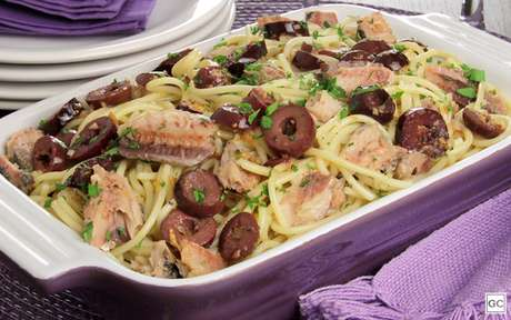 Espaguete ao alho e óleo com sardinha
