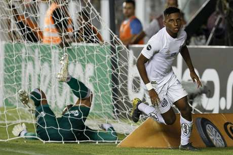 Comemoração do primeiro gol do Santos, marcado por Rodrygo durante o jogo entre Santos x Vasco da Gama realizado no Estádio Urbano Caldeira em Santos, SP. A partida é a primeira válida pela Quarta Fase da Copa do Brasil 2019.