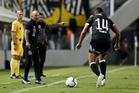 Jorge Sampaoli durante o jogo entre Santos x Vasco da Gama realizado no Estádio Urbano Caldeira em Santos, SP. A partida é a primeira válida pela Quarta Fase da Copa do Brasil 2019.