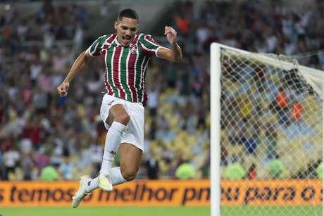 Gilberto comemora gol durante Fluminense x Santa Cruz pela Copa do Brasil, realizada no Maracanã no Rio de Janeiro, RJ, na noite desta quarta-feira (17).