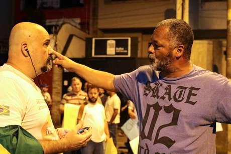 Manifestação de grupos contrarios e apoiadores ao Ministro do STF, Dias Toffoli, se enfrentam em frente a Congregacao Israelita Paulista, onde o Ministro ira dar uma palestra com o tema Desafios Contemporaneos, na noite desta quarta-feira, 17.