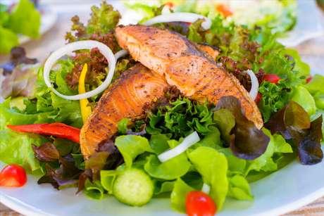 Dicas para preparar peixes e saladas deliciosos