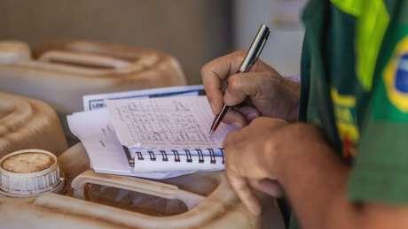 O montante que o Ibama poderia arrecadar se os R$ 20,8 bi em multas dos processos em papel fossem integralmente cobradas é oito vezes maior que o custo com o pagamento do 13º do Bolsa Família