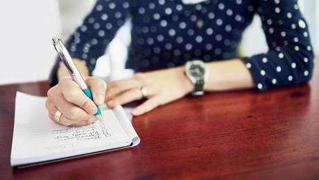 Mesmo se você fizer uma lista de compras e deixá-la em casa, o ato de escrevê-la aumentará a probabilidade de se lembrar dos itens