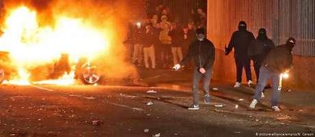 Tumultos em Londonderry, na fronteira entre Irlanda do Norte e República da Irlanda