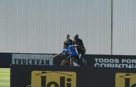 Gustagol com Fabinho e Carille durante treino do Corinthians no CT Joaquim Grava (Foto: Ana Canhedo/Lancepress!)