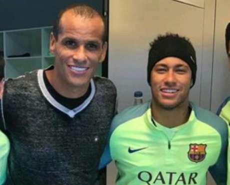 Rivaldo e Neymar, na época em que o jogador do PSG defendia o time catalão (Foto: Reprodução)