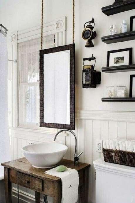 1. O espelho para lavabo é um elemento que ajuda na decoração – Foto: Menter Architects