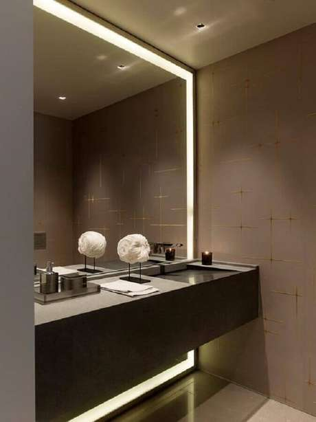 28. Espelho com iluminação embutida para decoração de lavabo moderno – Foto: Air Freshener