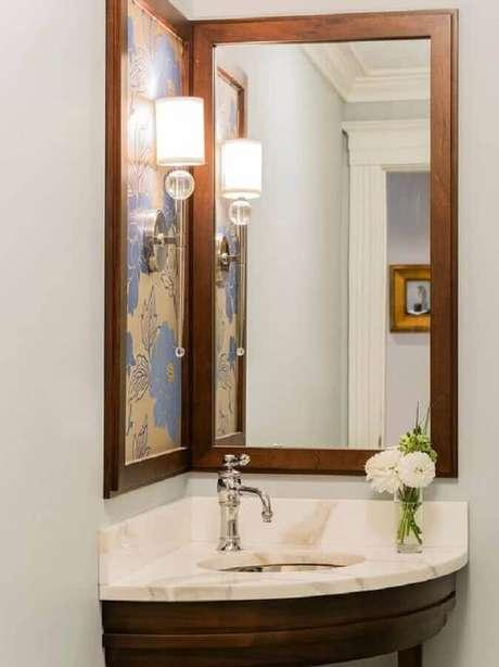 34. Modelo simples de espelho para lavabo com moldura de madeira – Foto: MyDesigning