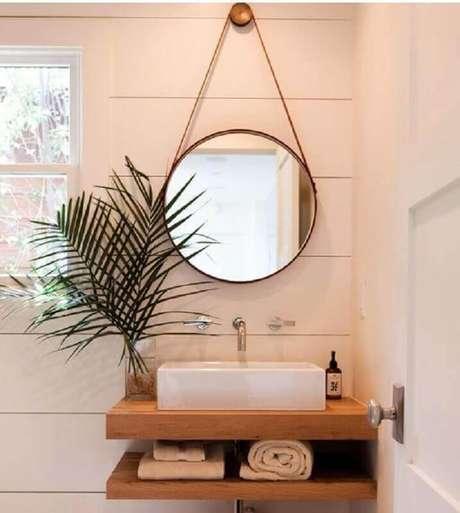 39. O espelho redondo está super em alta e é garantia de um lavabo com uma decoração muito mais interessante – Foto: Casa e Festa