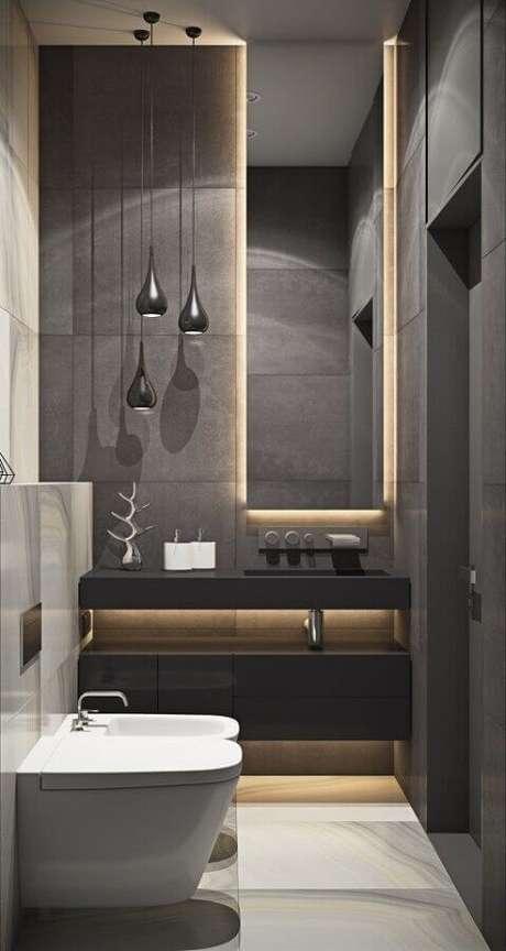 42. Decoração moderna para lavabo pequeno com iluminação embutida no espelho – Foto: Pinterest