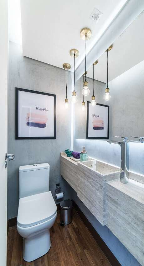46. Espelho para lavabo pequeno decorado com luminárias pendentes minimalistas – Foto: Pietro Terlizzi