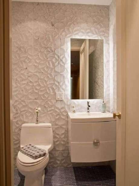 51. Em lavabo decorado com parede 3D prefira um espelho mais clean e minimalista – Foto: Ideias para Decorar