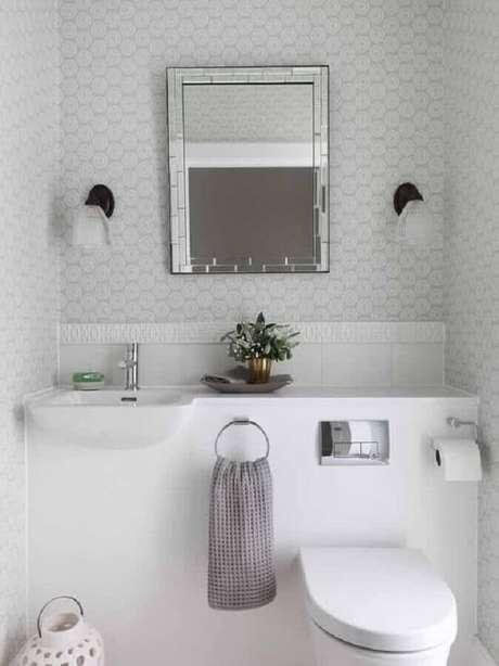 53. Espelho para lavabo pequeno todo branco – Foto: Pinterest