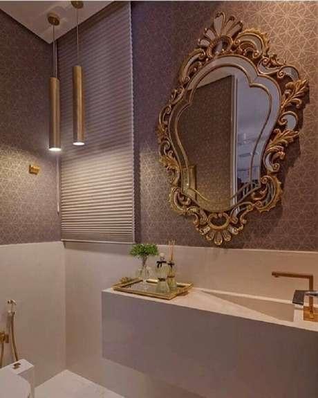 7. Mescle estilos com espelho para lavabo com moldura e deixe a decoração mais interessante – Foto: Pinosy