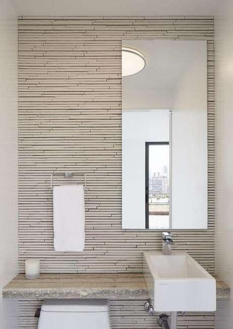 58. Modelo de espelho para lavabo pequeno com decoração clean – Foto: Madeira Madeira