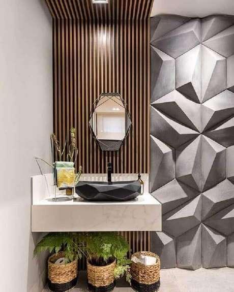 60. Decoração moderna para lavabo com revestimento 3D, cuba diferente e espelho geométrico – Foto: Zozu