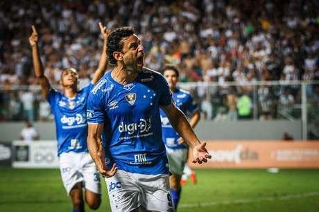 Fred marcou de pênalti o gol do empate e do título do Cruzeiro contra o Atlético-MG no Campeonato Mineiro.