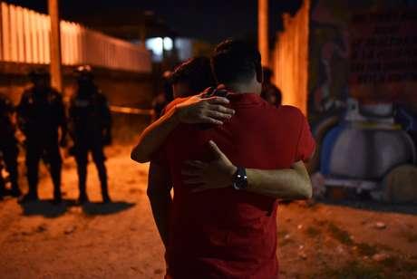 Pessoas reagem após chacina em Veracruz, no México. 19/4/2019. REUTERS/Angel Hernandez