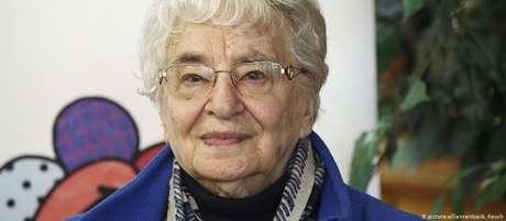 Ruth Weiss acaba de publicar sexto volume da saga familiar dos Löws