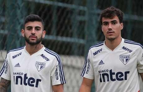 Liziero, à esquerda, é a grande dúvida do São Paulo para o Majestoso que decide o Paulistão (Rubens Chiri/saopaulofc.net)