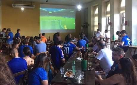 Reduto celeste no Rio de Janeiro comemora o título do Cruzeiro (Foto: João Vitor Castanheira/Lancepress!)