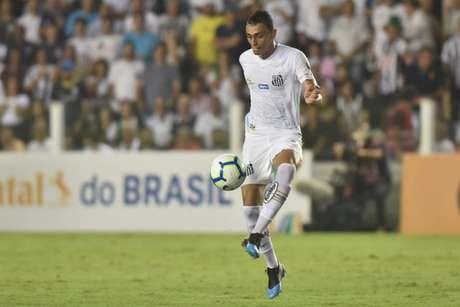 Diego Pituca mostra sua importância tanto como volante, quanto como lateral-esquerdo (Foto: Ivan Storti/Santos)