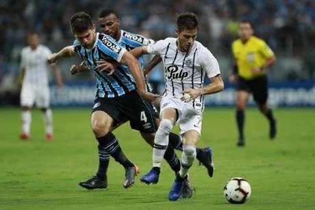 Em Porto Alegre, o Libertad surpreendeu e venceu por 1 a 0 (Itamar AGUIAR / AFP)