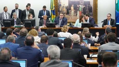 Governo cedeu e projeto de reforma deve ser alterado já na CCJ