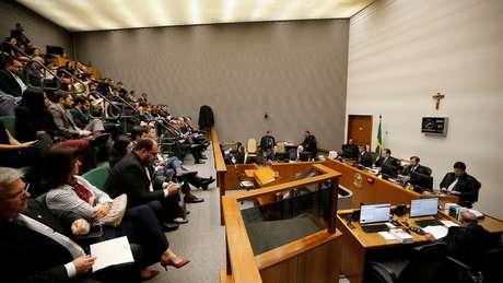 Todos os ministros que participaram da sessão nesta terça-feira concordaram com a redução da pena de Lula