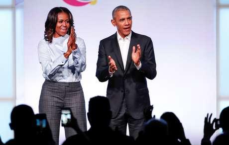 Michele e Barack Obama durante evento na Fundação Obama, em Chicago, em 2017