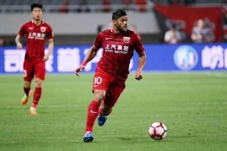 Hulk cobrou o escanteio que ocasionou o primeiro gol do Shanghai nesta terça-feira (Divulgação)