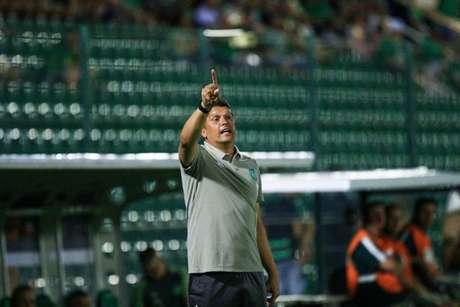 Além de Claudinei Oliveira, assistente Luciano Gusso chega ao clube (Foto: Divulgação/Chapecoense)