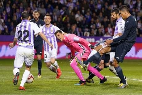O Valladolid, do dono Ronaldo Fenômeno, briga para não cair (Foto: Cesar Mnaso / AFP)
